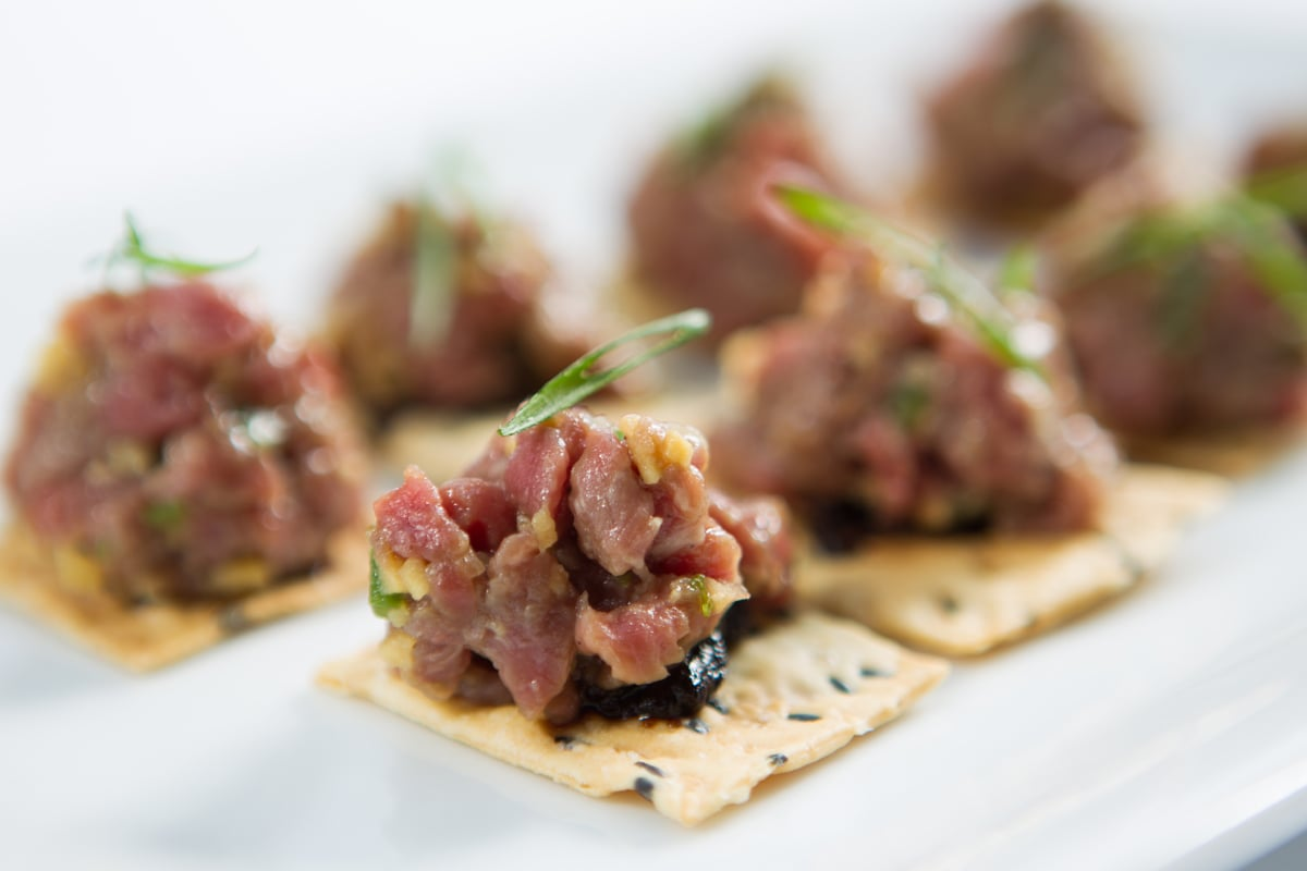 beef-tartare-sesame-chip-black-garlic-puree-chive_12935488545_o.jpg